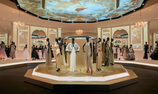 V&A extends Dior exhibition due to popular demand